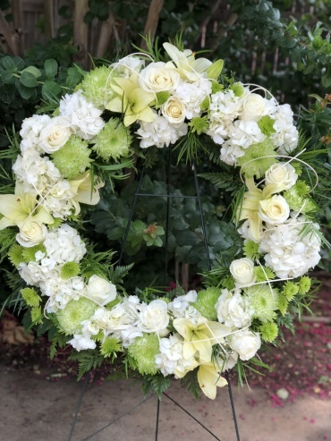 Simple Surroundings of Grace Standing Wreath
